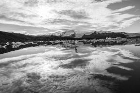 Mirrored ice (Black & White)